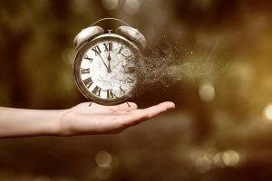 Nimeni nu întârzie. Nimic nu e devreme.